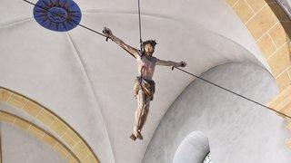 Le crucifix de Boular retrouve sa place dans l'église de Martigny-Ville