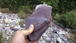 Crans-Montana: de mystérieuses roches violettes le long du sentier du Boup