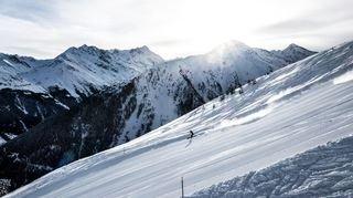 Grimisuat: des skieurs glissent sur des terrains de Blèques dans le val d'Anniviers