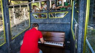 Jazz sous les étoiles à Saint-Luc: un piano transporté en funiculaire
